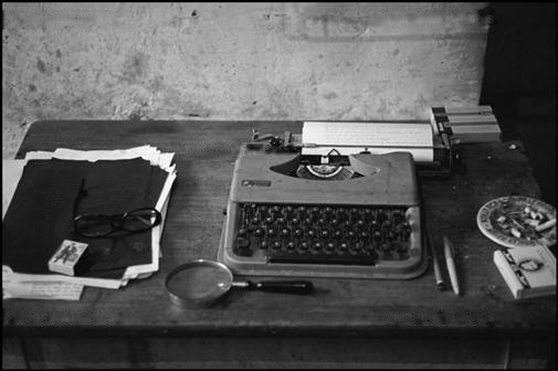 William Burroughs' typewriter at the Beat Hotel, photo by Nikolas Tikhomoroff